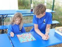 Laura und Hansi spielen